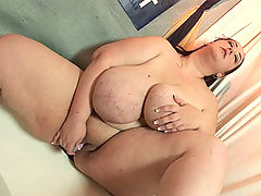 Big babe sliding toy in and out of slit great bbw