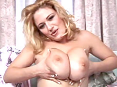 Sexy Ana gets her nipples hard great bbw